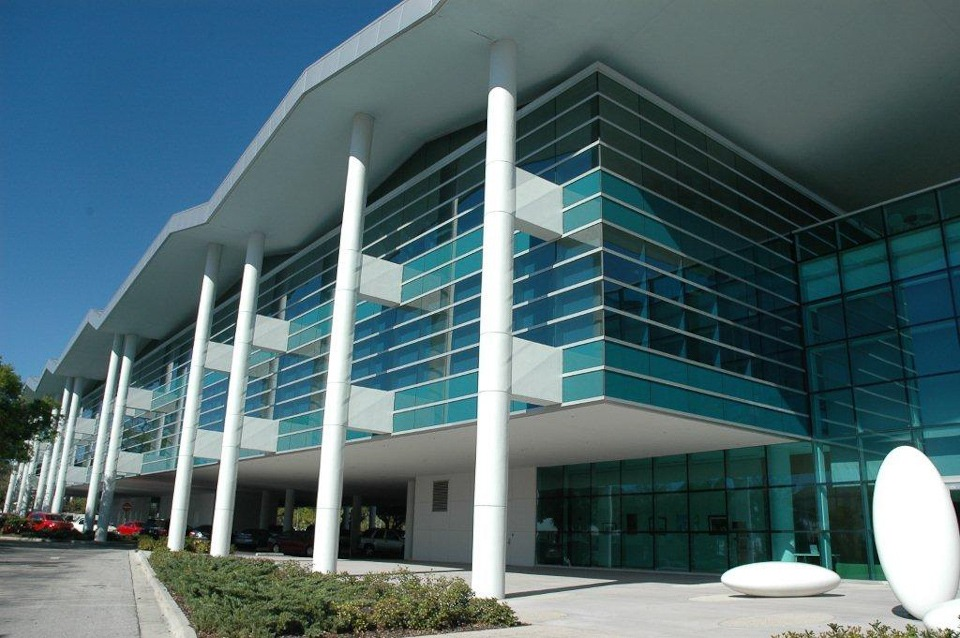 Image gallery modern office building for Modern office building exterior design
